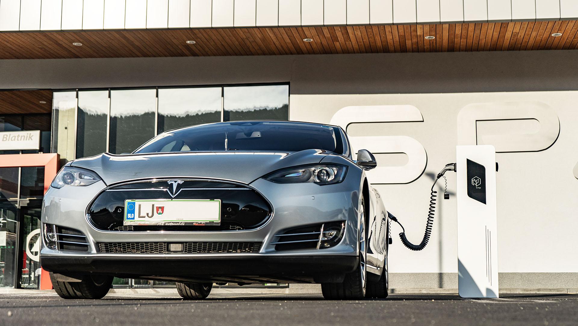 Tesla Javna polnilna postaja